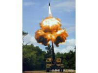 中國超級火炮亮相阿布達比 1營配置70多輛各式功能車