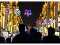 法國也有「燈會」?里昂百年歷史燈節東西方科技風