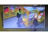 3國中屁孩「猛撞」娃娃機…業者怒PO網!警找上門還在外面玩