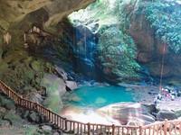 老派山谷洞穴 「沒有蝙蝠的蝙蝠洞」形如巨石遮雨棚
