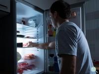 晚睡會胖! 兩大關鍵「荷爾蒙」讓你半夜老想吃宵夜