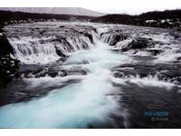 內行人的秘密景點!冰島秘境有超夢幻「蒂芬尼藍」瀑布