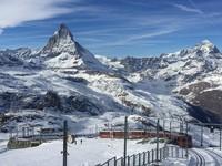 瑞士策馬特冬日限定2大體驗 看黃金日出為銀白山頭染色
