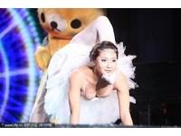 17歲女孩魏煒在第四季首期《中國達人秀》節目中表演柔術。(圖/CFP)