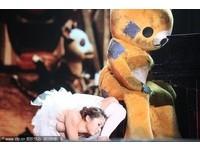 17歲女孩魏煒在第四季首期《中國達人秀》節目中表演「柔術」,展現的柔軟度和「童顏巨乳」的身材讓人驚歎。(圖/CFP)