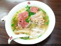 台北清新湯頭牛肉麵 還有斤餅沾上甜麵醬超對味!