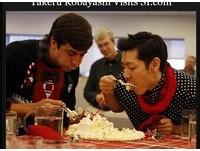 快食王小林尊慶聖誕 5分鐘吃完超大蛋糕、爆膩蛋酒
