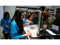 「日本狗頭包」授權iPhone機殼台首賣 上演秒殺戲碼