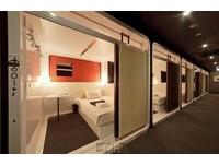日本關西機場首間膠囊旅館開幕 250元就能睡