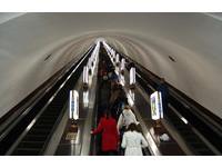 烏克蘭110公尺全球最深地鐵站 搭5分鐘手扶梯才能到月台
