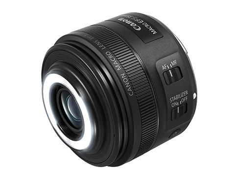 內建環型閃光燈的 Canon EF-S 35mm F2.8微距鏡頭正式發表。(圖/翻攝自官網)