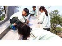 神救援「大象溜滑梯」 5名小五生:背隻小象就可以了