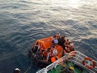 凱旋3號擱淺船身進水 346名旅客全數脫險平安接駁上岸