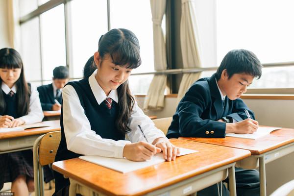 小情侶,高中生,國中生,學生,中學生,中學,教室,戀愛,早戀(示意圖/視覺中國)