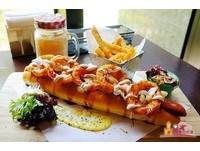 高雄人氣美式餐廳 超長30公分「熱狗堡」!