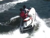 6部水上摩托車橫越黑潮飆綠島 油料用盡受困