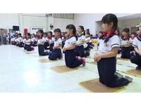 幼稚園童「三跪九叩」逼哭爸媽 網友嚇傻:我還以為在北韓