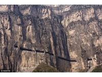 800村民手鑿! 奇險的山西「虹梯關掛壁公路」驚艷老外