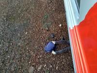 俄羅斯男子俯臥鐵軌上 列車來立刻伸頭遭輾爆…當場死亡