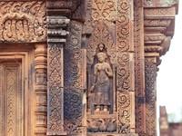 粉紅宮殿尋找「東方蒙娜麗莎」 吳哥窟女皇宮千年之美