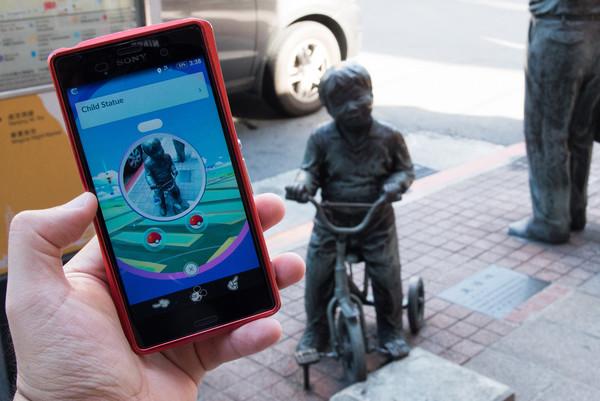 Pokemon Go,手遊,精靈寶可夢,神奇寶貝,道具補給站,公共藝術,滑手機,藝術造景,寶可夢補給站(圖/記者季相儒攝)