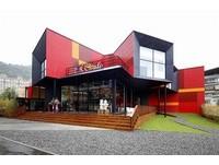 又見超大貨櫃屋!阿達阿永打造新外拍咖啡廳 內裝如飯店