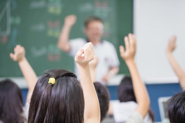 ▲親子教育、高中,學生上課,高中數學,教育,互動問答,舉手發問,教室(圖/記者林世文攝)