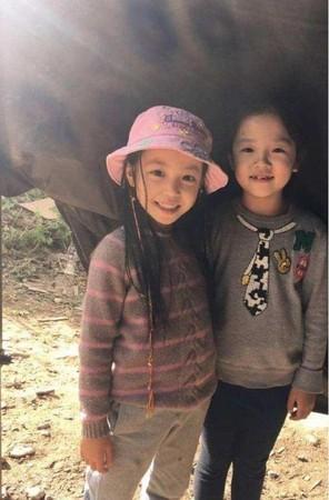 ▲趙薇與女兒小四月。(圖/翻攝自微博)