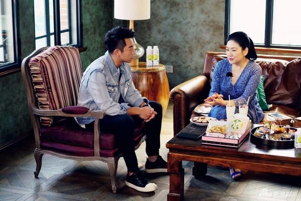 ▲鄭愷帶女友程曉玥參加戀愛實境秀。(圖/翻攝自陸網《新浪娛樂》)