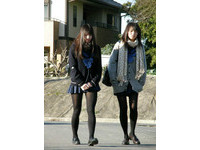 怕男學生亂想…武漢一中學禁女教師穿黑絲襪