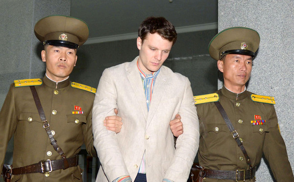 ▲▼美國大學生溫畢爾(Otto Warmbier)因企圖攜帶北韓政治標語回美,遭判處15年勞改。(圖/路透社)