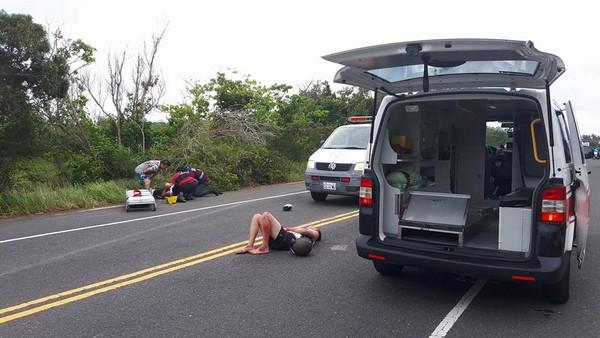 ▲▼8大學生墾丁騎4車全被撞飛!福斯男拉K躺地「有人在追」。(圖/翻攝「恆春半島公共事務討論社團」)