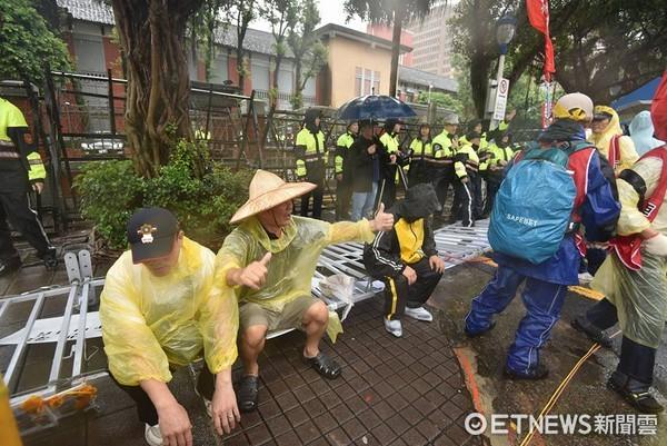 ▲反年改615再上街頭抗議。(圖/記者李毓康攝)