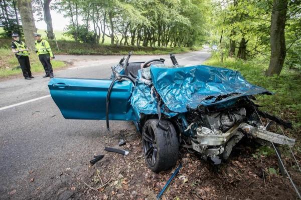 失控撞樹慘遭「全車毀容」 百萬BMW M2宣告正式GG(圖/翻攝自Carscoops)