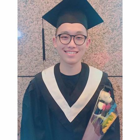 ▲《黑澀會》小蠻190cm帥弟畢業了!。(圖/翻攝自小蠻臉書)