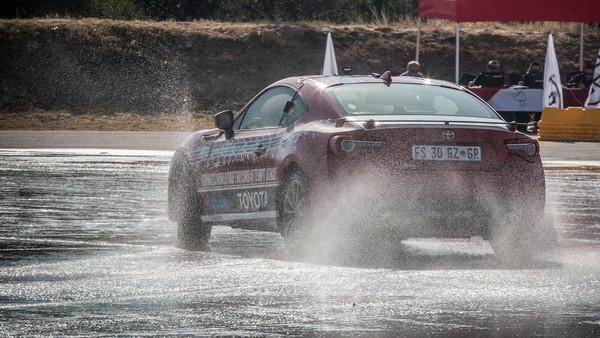 南非「拓海哥」猛甩豐田86近6小時 刷新全球世界紀錄(圖/翻攝自Carscoops)