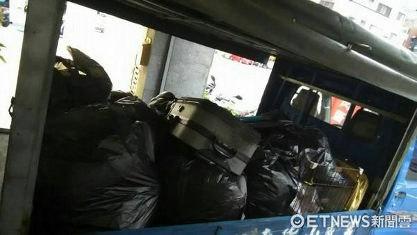 ▲▼女租客落跑,留下滿屋的垃圾,與一支超大的按摩棒。(圖/房東先生授權提供)