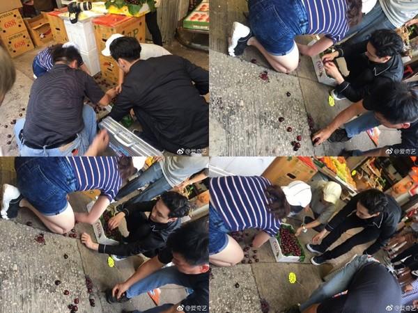 ▲張藝興快閃香港錄節目,見圍觀女粉絲撞翻水果趕緊去幫忙。(圖/翻攝自微博)