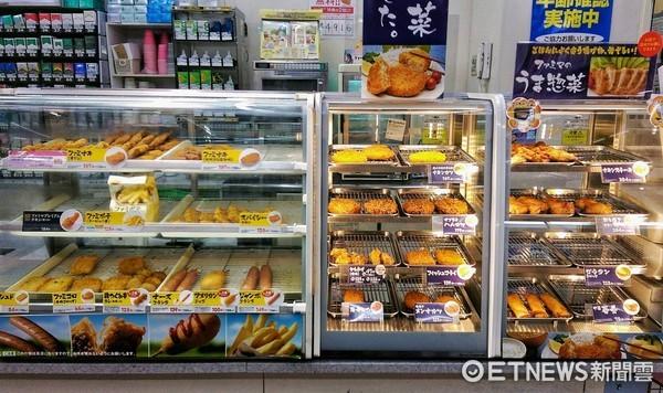 日本全家超商炸雞、炸物、串炸。(圖/記者陳俊宏攝)
