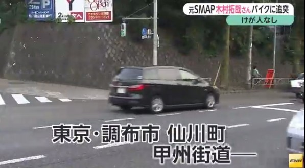 ▲木村拓哉獨自駕車,不慎撞上前方等紅綠燈的機車。(圖/翻攝自《富士電視台》新聞畫面)