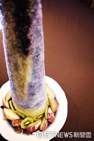 炎天必吃!50cm超長冰柱好狂 5色水果的夢境視覺饗宴