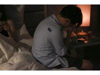 姿勢不對...妻邊做愛邊Google! 床上「4大難題」他崩潰