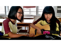 國中2女聲教室即興自彈自唱 爆青筋飆《飄向北方》融化萬人