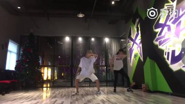 ▲劉亦菲跳街舞。(圖/翻攝自劉亦菲微博)