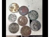 硬幣毀損還染色「看攏無」 店員怒:你自己都不要,誰想要