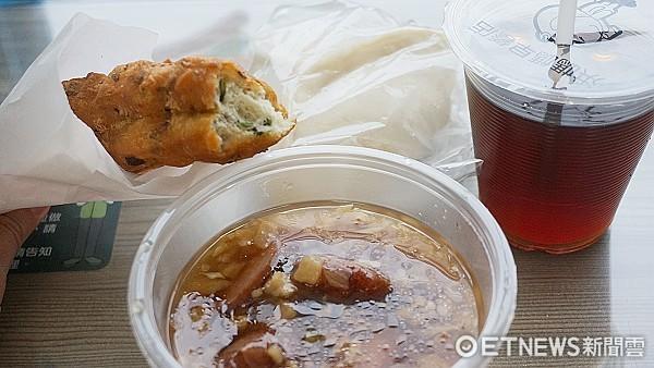 加香腸才30元!超洶涌「琉球粿」硬是把碗粿比下去了。(圖/台灣記者朋友廖明慧攝)
