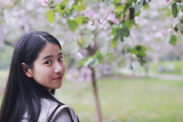 ▲▼神似「奶茶妹妹」章澤天的李秋曈,通過八所大學的藝考。(圖/翻攝自《廣州日報》)