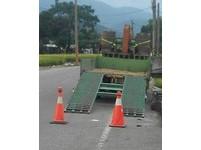 關山警所出借三角錐 維護農忙期農機具停放安全