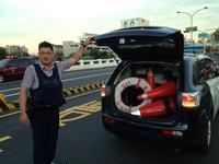 女子跳台南安平運河 警拋救生圈救回