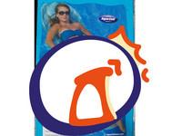 躺「衛生棉」泳圈曬日光浴 網崩潰:不會吸乾游泳池嗎